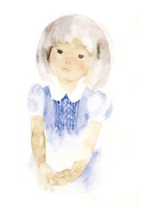 青いワンピースの少女