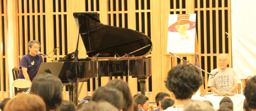 (左から)谷川賢作さん、谷川俊太郎さん