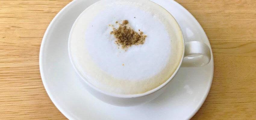 東京館絵本カフェほうじ茶ラテ